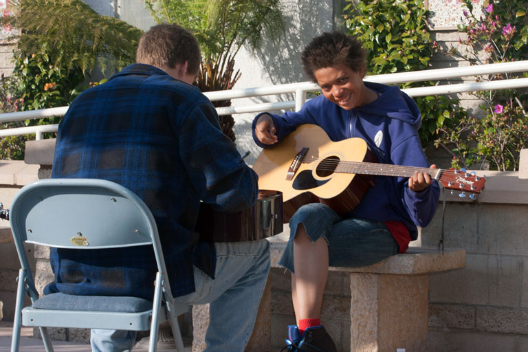 Saans Lena Offers Music Classes