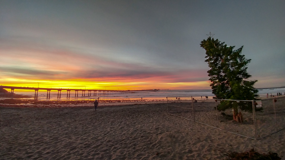 Ocean Beach Christmas Tree at Sunset (2018)
