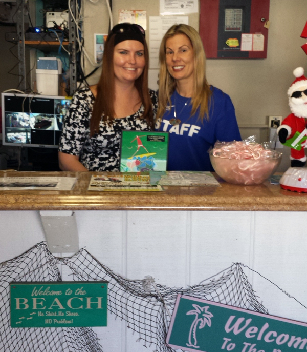 San Diego's Ocean Beach International Youth Hostel Holiday Decorating Contest
