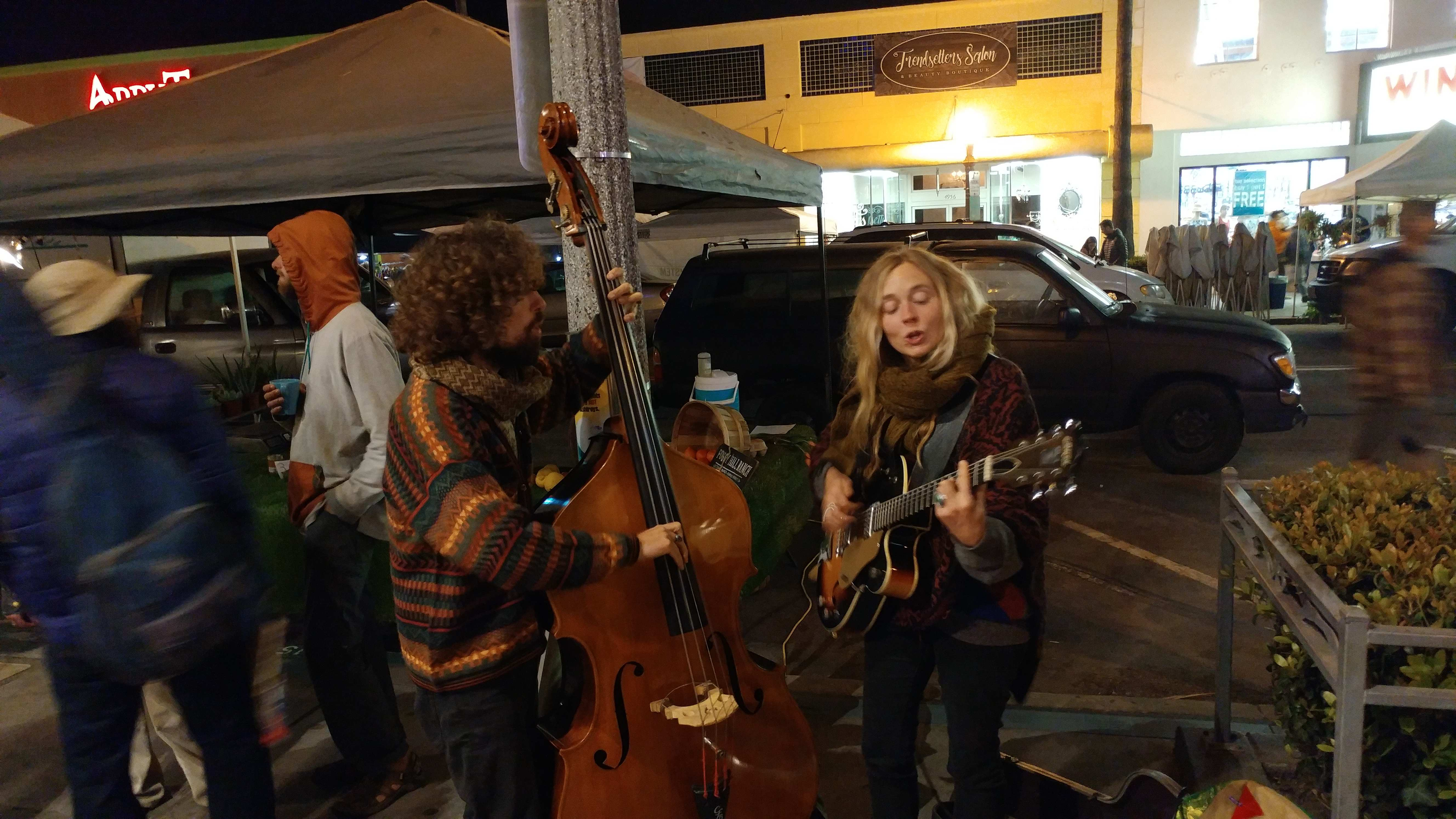Street Performers at the OB Farmers Market