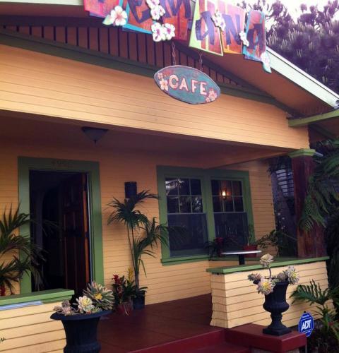 Te Mana Cafe Open Mic Night