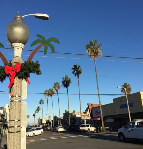 2015 Holiday Decorations Installation